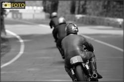 Tre concorrenti verso la curva del ponticello, ospedaletti 2012 moto