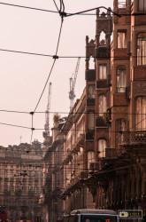 i lavori per il grattacielo Intesa visti da via Pietro Micca