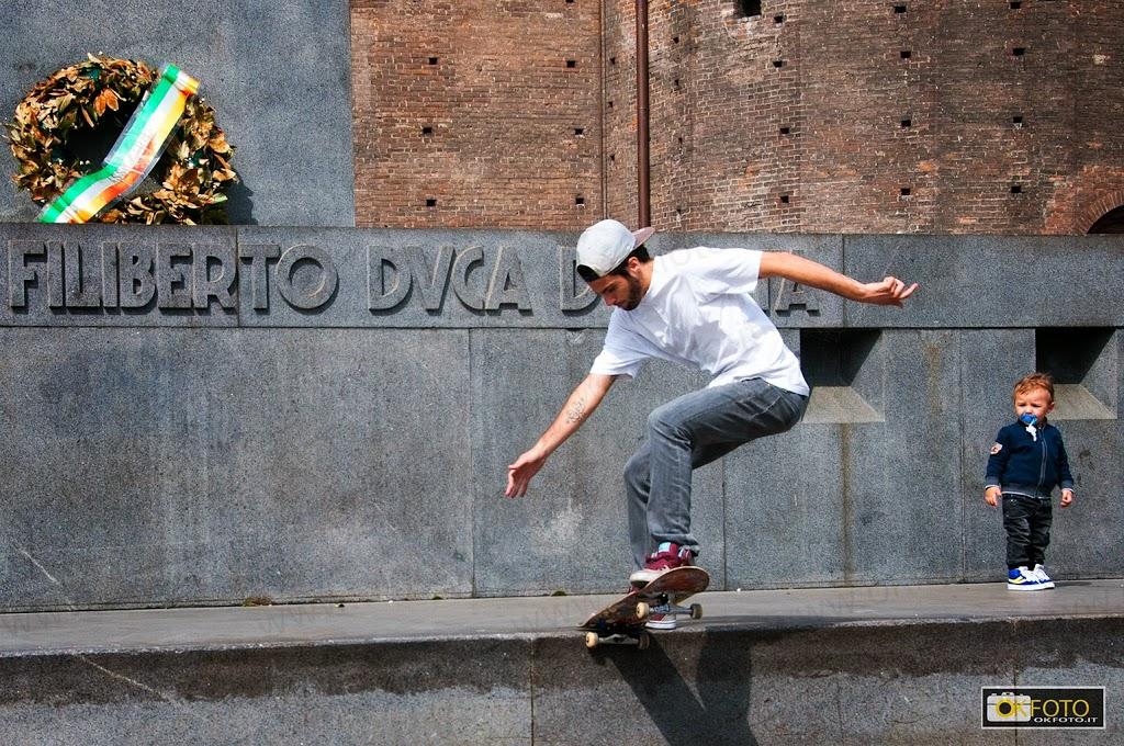 skateboarding davanti alla Prefettura di Torino