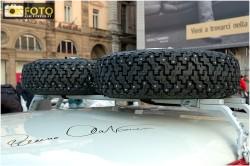 Una foto dei pneumatici chiodati usati in corsa