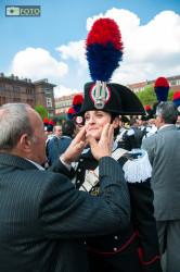 Un giovane carabiniere emozionata durante la cerimonia del giuramento
