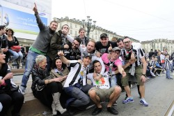 Tifosi bianconeri in piazza Vittorio per la festa scudetto