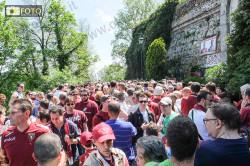 Foto folla e commozione davanti alla lapide a memoria del Grande Torino