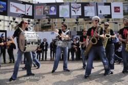 I Funk Off si esibiscono in piazza Carlo Alberto