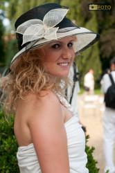 Una partecipante alla cena in bianco a Torino