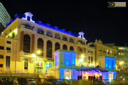 affascinante gioco di luci lungo la salita dell'Hermitage, a Monaco Monte-carlo