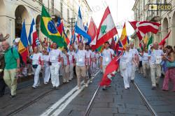 Sfilata di bandiere e colori durante la cerimonia di apertura dei World Masters Games