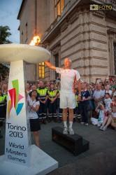 Gianni Lanfranco accende la fiaccola alla cerimonia di apertura dei WMG