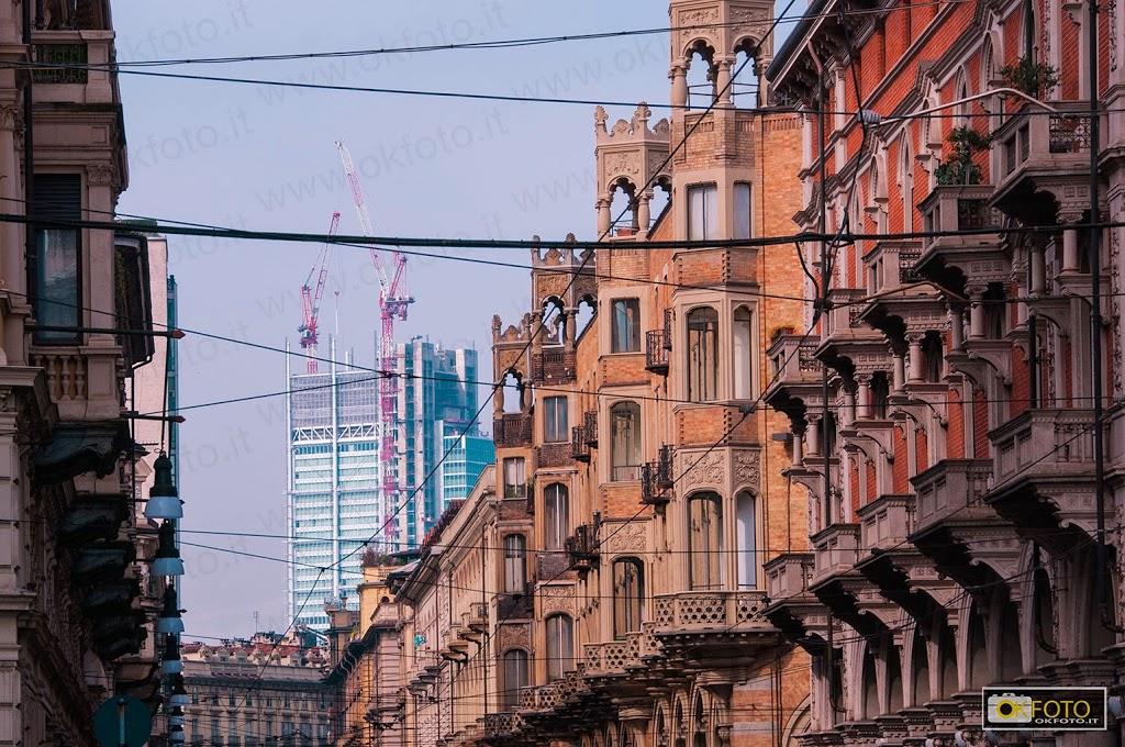 il grattacielo di Renzo Piano visto da piazza Castello