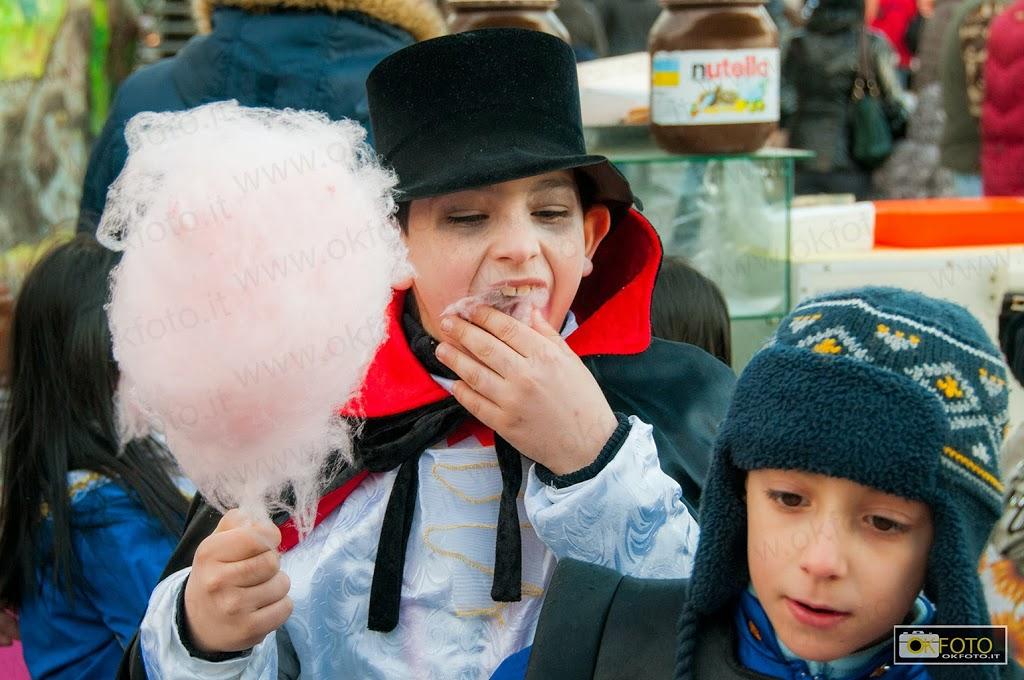 la felicità dei bambini a carnevale