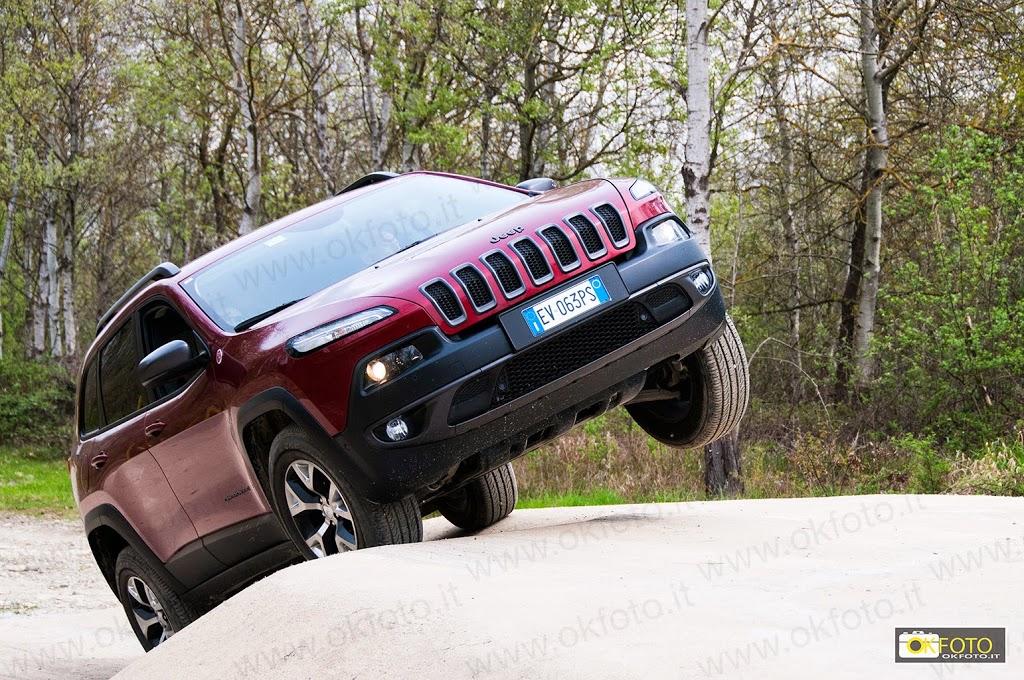 la prova del nuovo jeep cherokee sulla pista di Balocco