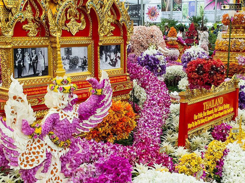 Forti richiami floreali alla Thailandia in questo stand