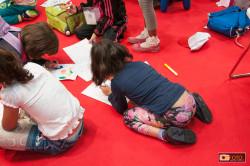 bambini negli stand del Salone del libro