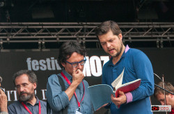 Juraj Valčuha durante una pausa delle prove del Festival Mozart