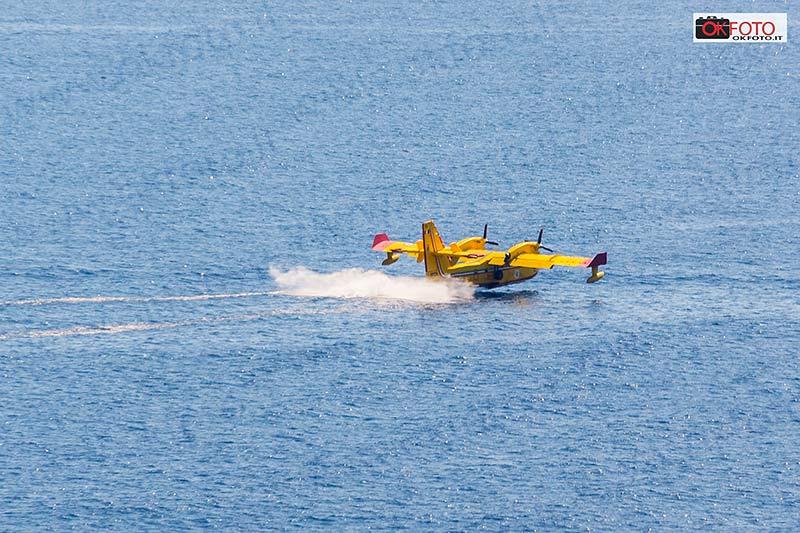 Canadair acqua mare
