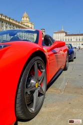 Una Ferrari in piazza Castello