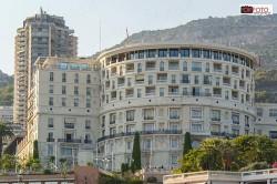 Una vista dell'Hotel de Paris dal porto di Montecarlo