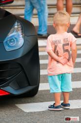 Un bambino e la Ferrari