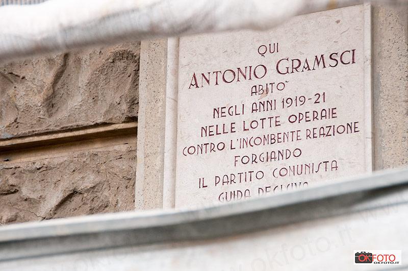 La lapide che ricorda Antonio Gramsci