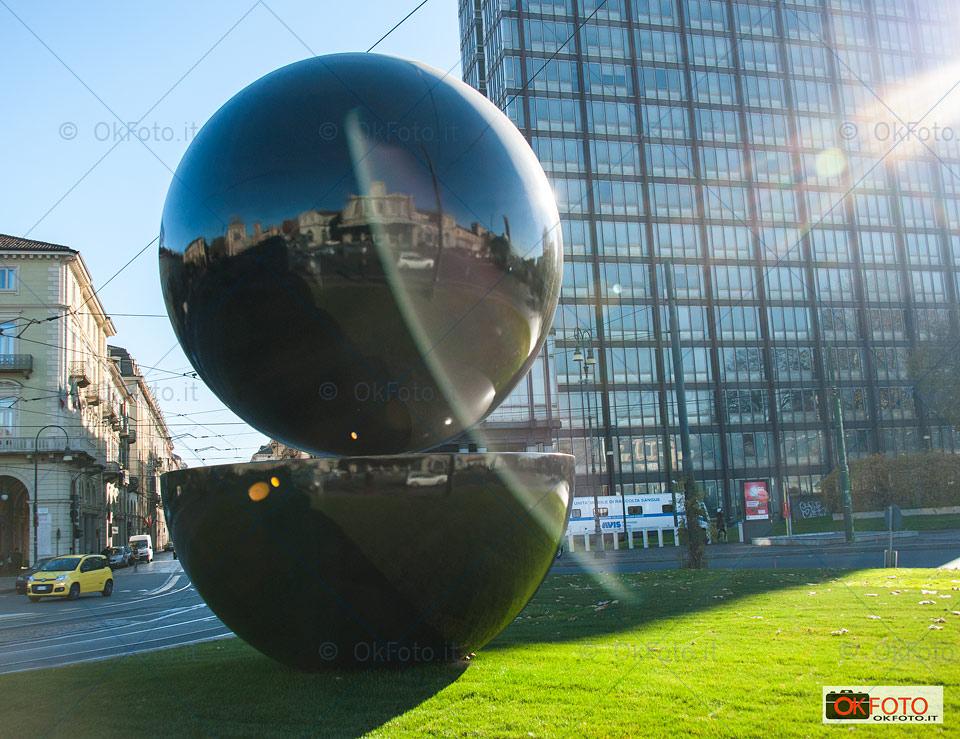 Sintesi 59, la scultura dedicata a Armando Testa a Porta Susa