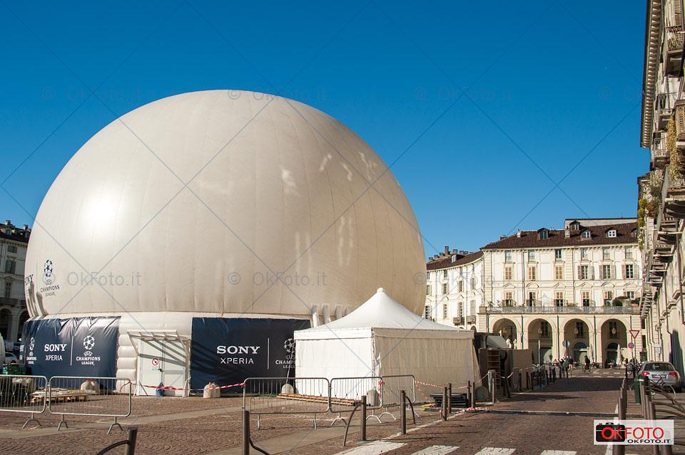 La bolla di Sony installata in piazza Vittorio a Torino