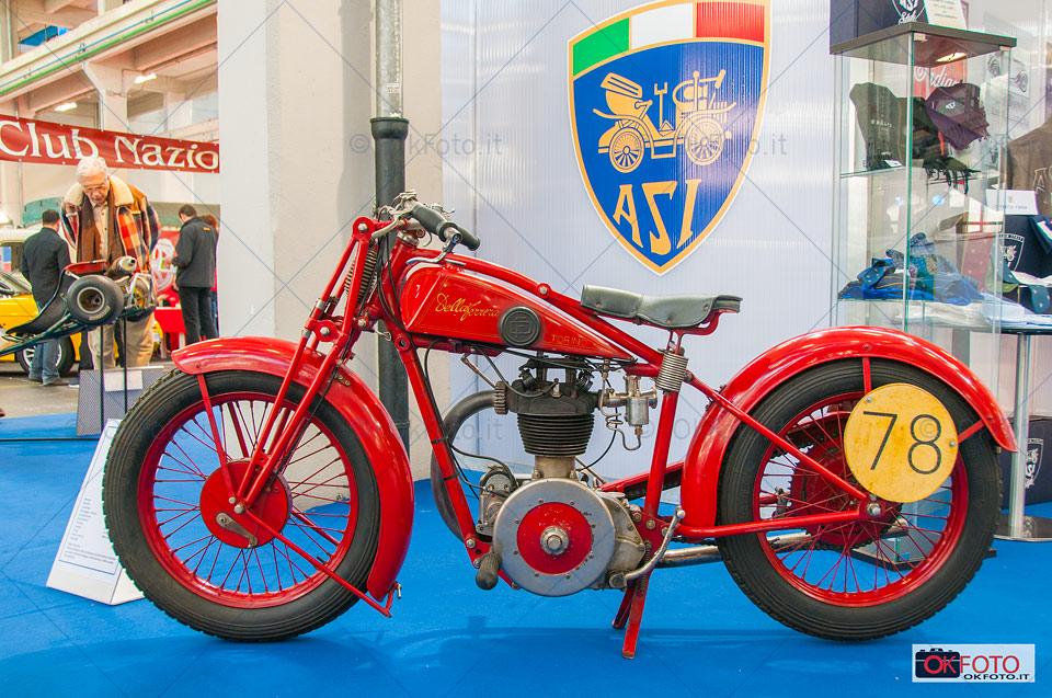 Moto d'epoca in esposizione a Automotoretrò