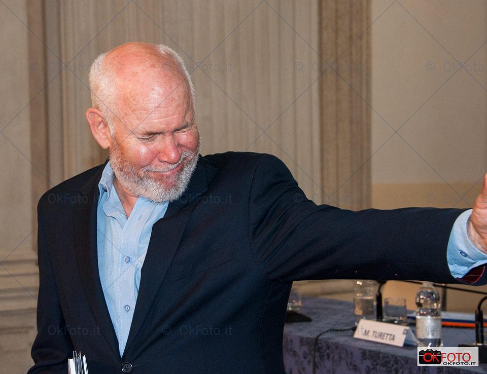 una curiosa espressione di Steve McCurry