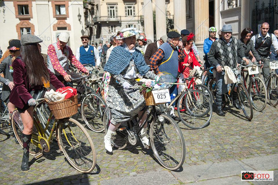 Alcuni partecipanti della Tweed ride pronti al via