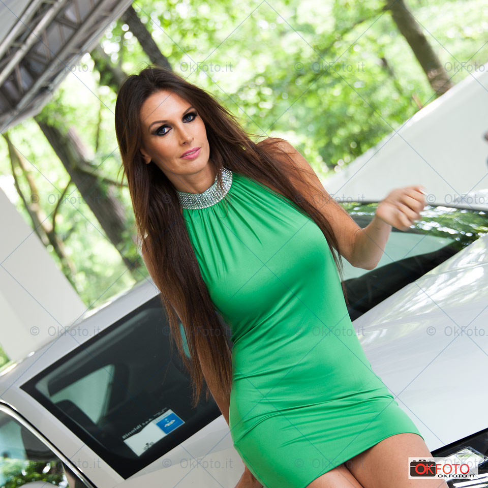Bellissime modelle al Salone dell'auto Parco Valentino