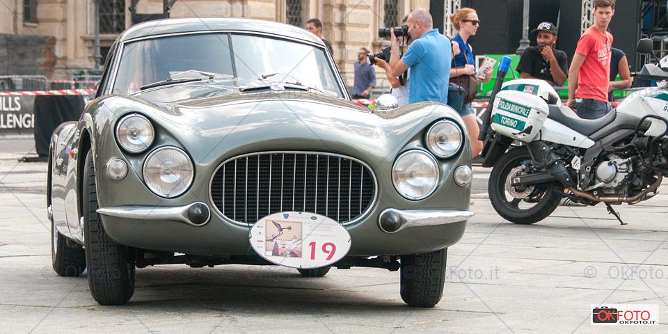 Il muso della Fiat 8V, con carrozzeria in vetroresina