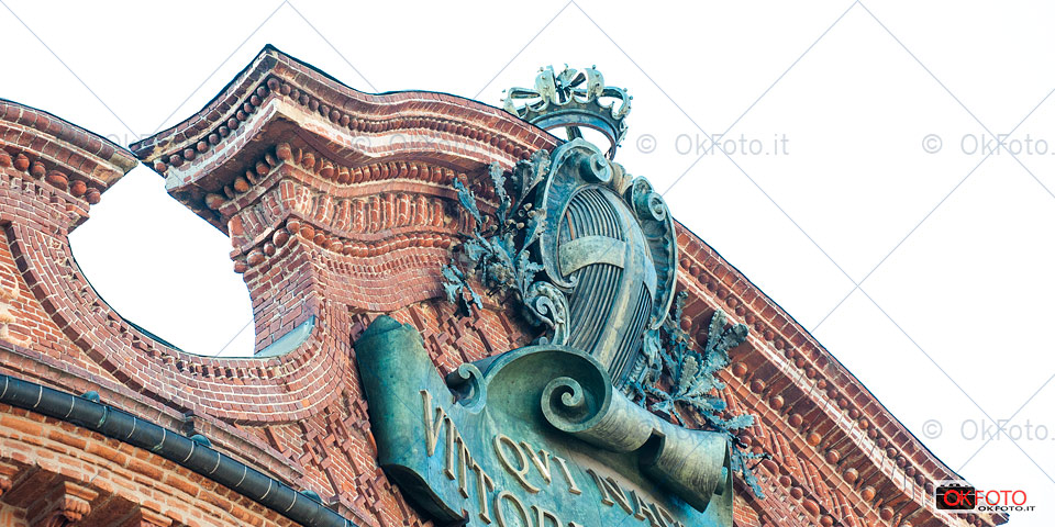 particolare della facciata di palazzo Carignano