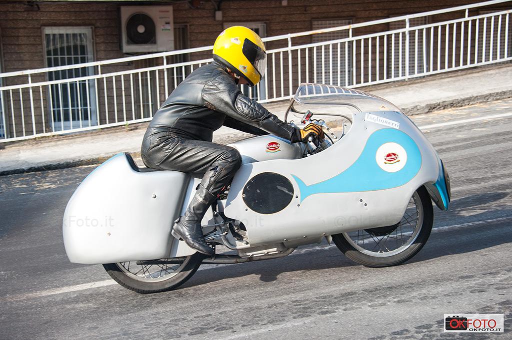 moto d'epoca in pista a Ospedaletti sullo storico circuito stradale