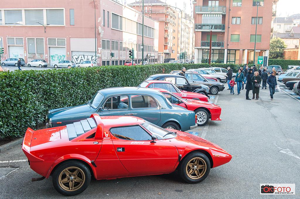 Lancia 110 anni: alcune vetture in sosta davanti al Grattacielo Lancia