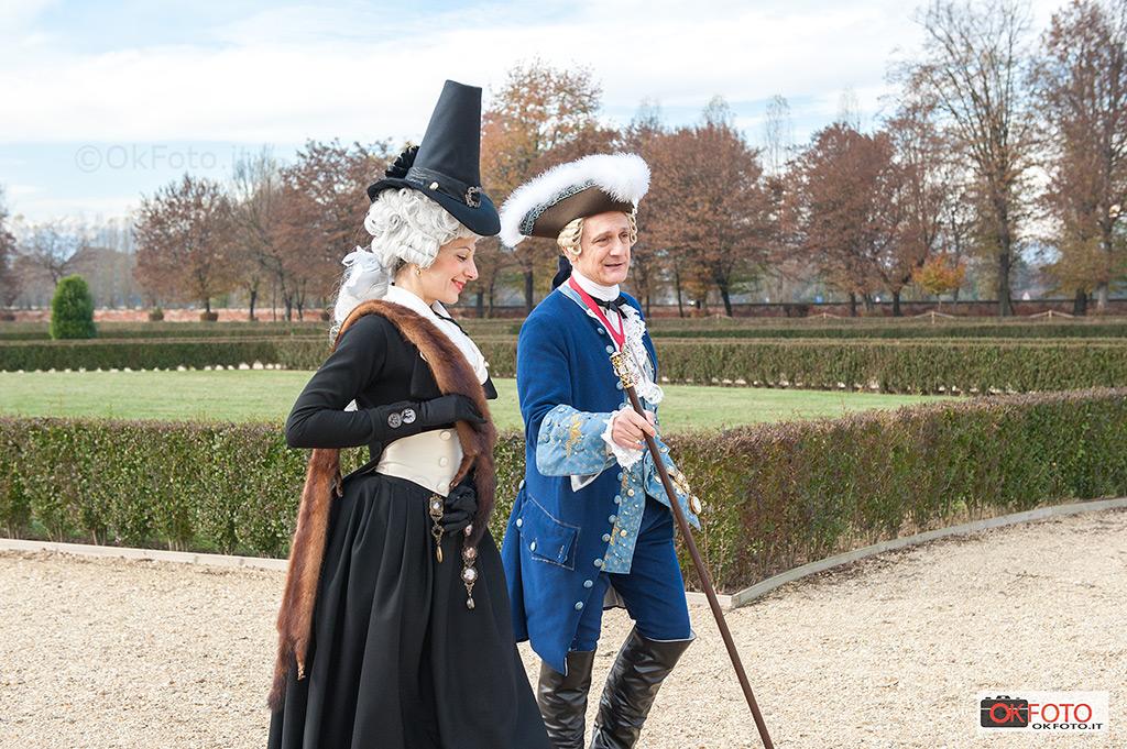 Una passeggiata con i costumi del '700 nei giardini di Stupinigi