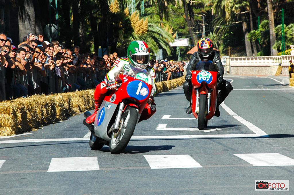 Automotoretrò dedica un grande spazio al motociclismo storico (nella fotografia Giacomo Agostini su MV Agusta)