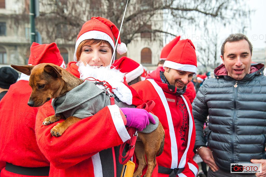 Anche gli amici a 4 zampe a Babbo Natale in Forma