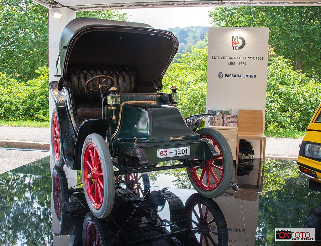 auto elettriche esposte al Salone dell'auto di Torino