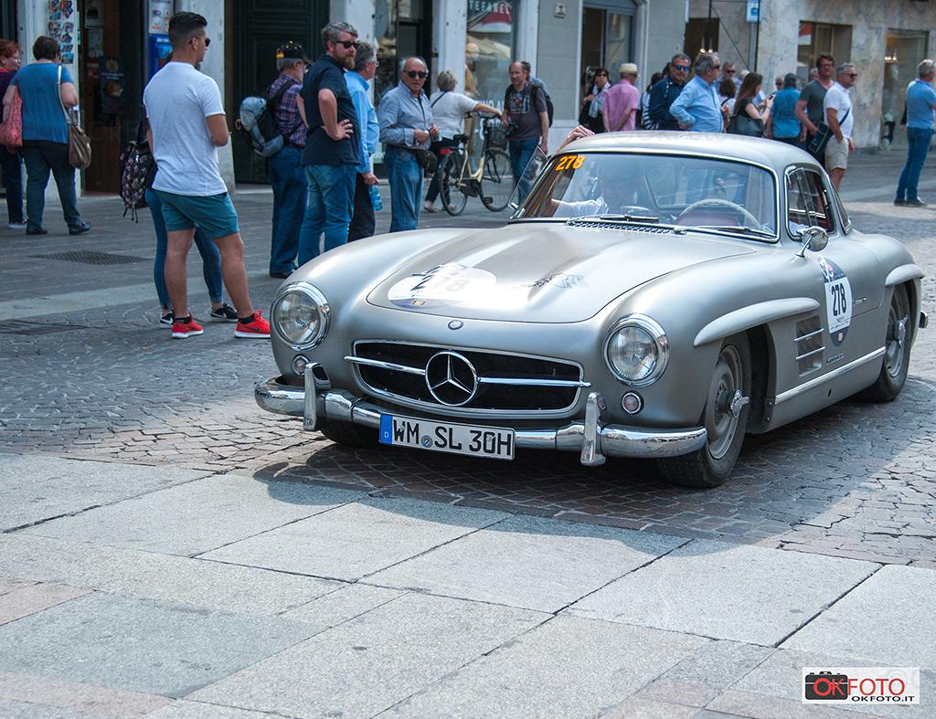 """Mercedes-Benz 300 SL """"ali di gabbiano"""" alla Mille Miglia"""