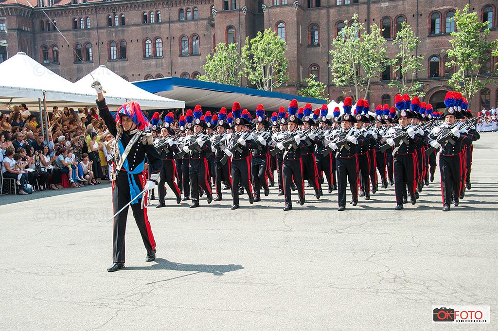 Sfilano gli allievi carabinieri del 136° corso della Caserma Cernaia