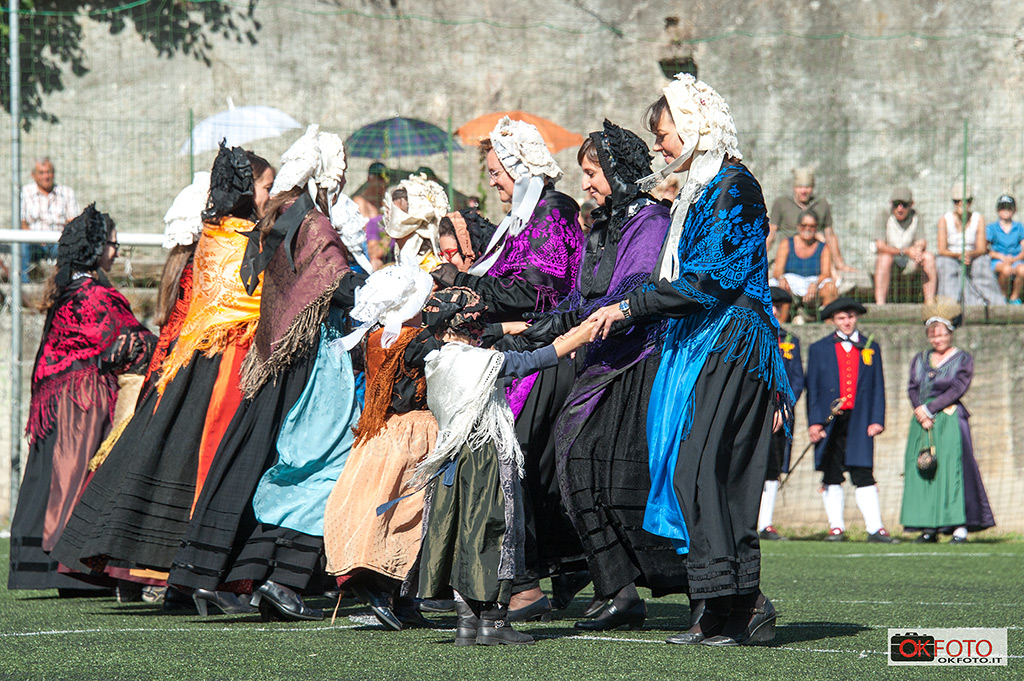 Festa con i costumi tradizionali a Fenestrelle