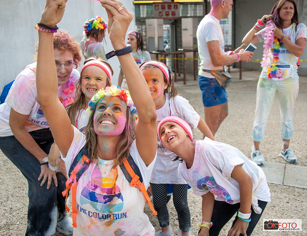 The color run Torino: un selfie all'arrivo