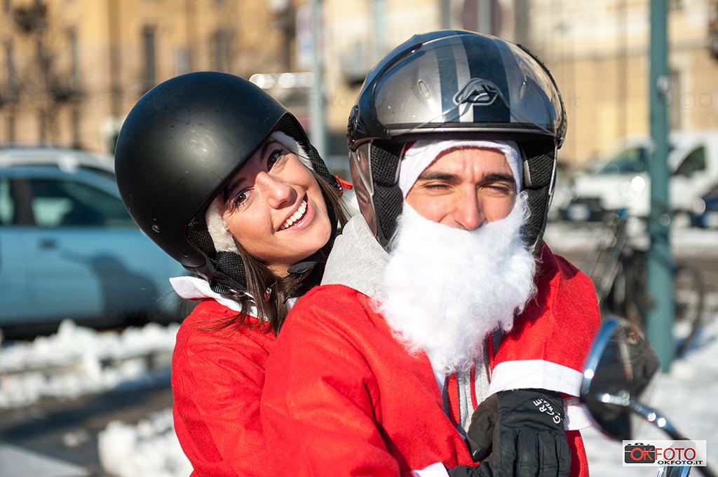 Motociclisti presenti in gran numero al raduno di Babbo Natale a Torino