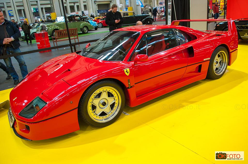 Ferrari F40 in esposizione a Automotoretrò