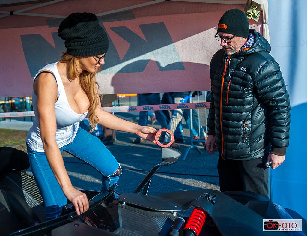 Rosy Magiulli a Automotoracing per provare le emozioni del drifting