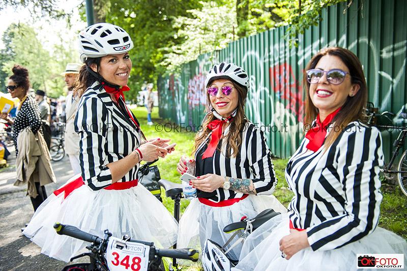 Pronte per la parata alla Brompton World Championship al Parco del Valentino a Torino