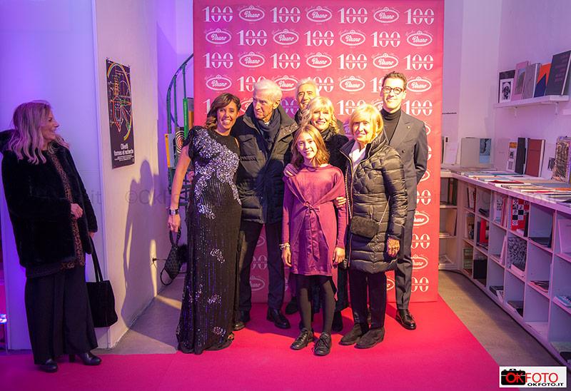 La famiglia Virano accoglie gli ospiti della serata di gala per i 100 anni della Gioielleria