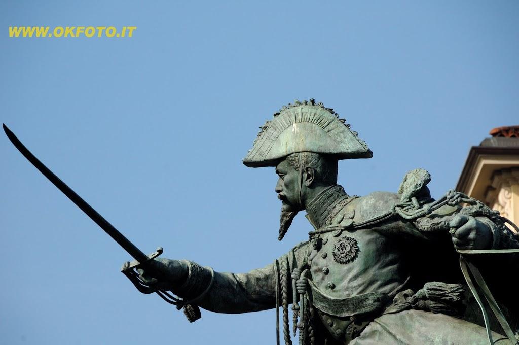 Piazza Solferino, monumento a Ferdinando di Savoia, Duca di Genova