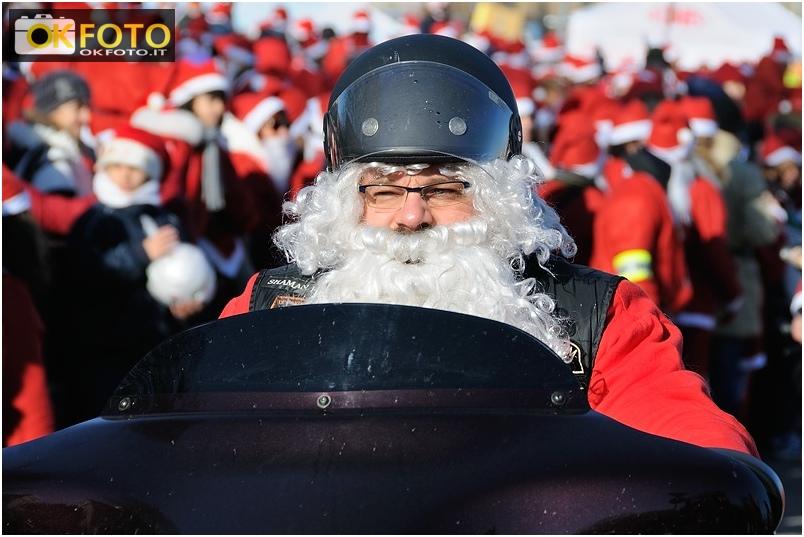Babbo Natale in Forma, le foto davanti all'ospedale Regina Margherita di Torino