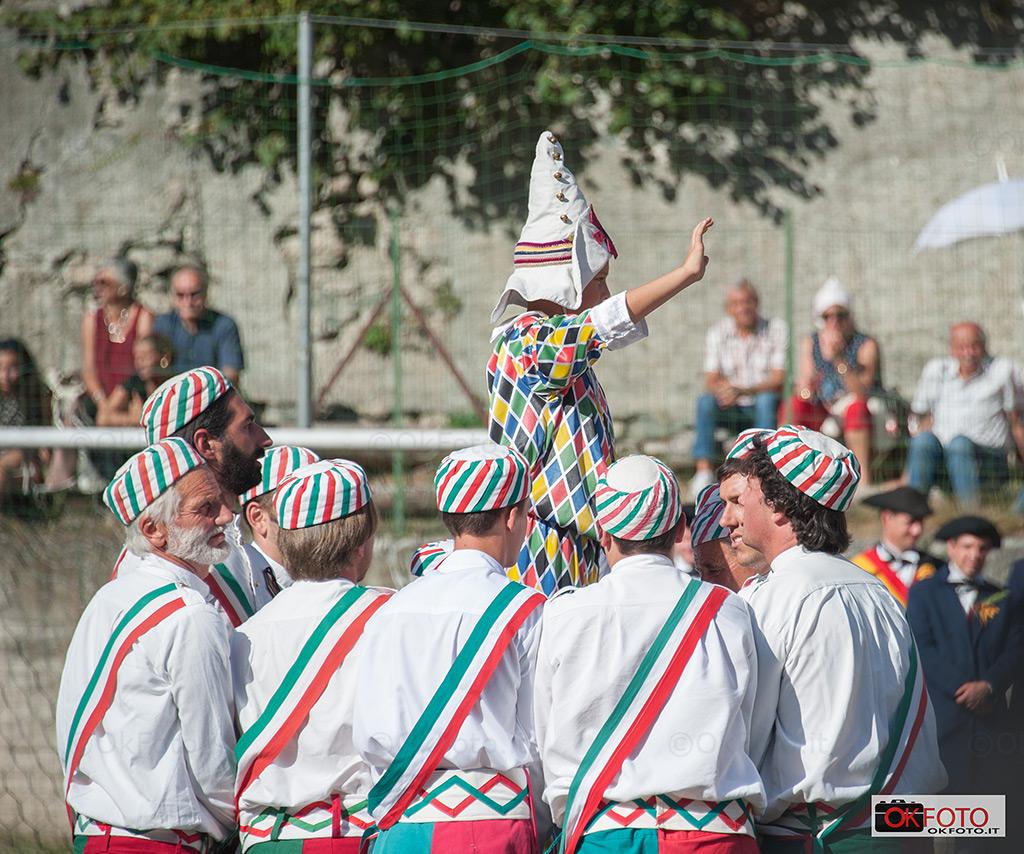 Bal da sabre a Fenestrelle per i 50 anni del gruppo folkloristico